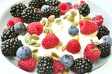 healthy-breakfast-blackberries-blueberries-raspberries-food-yoghurt-fresh-raw-blackberry-fruits-perfect-concept-alkaline-32905418