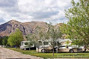 rv-camping-mountains-22618782